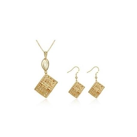 """Collier avec chaine et pendentif + boucle d'oreilles collection """" Cubic Love """""""